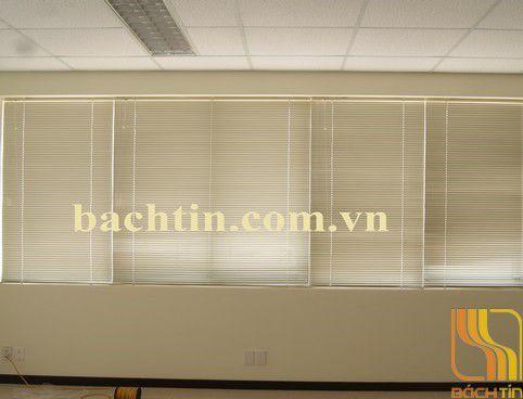 Rèm lá nhôm văn phòng màu trắng sữa tại Huế